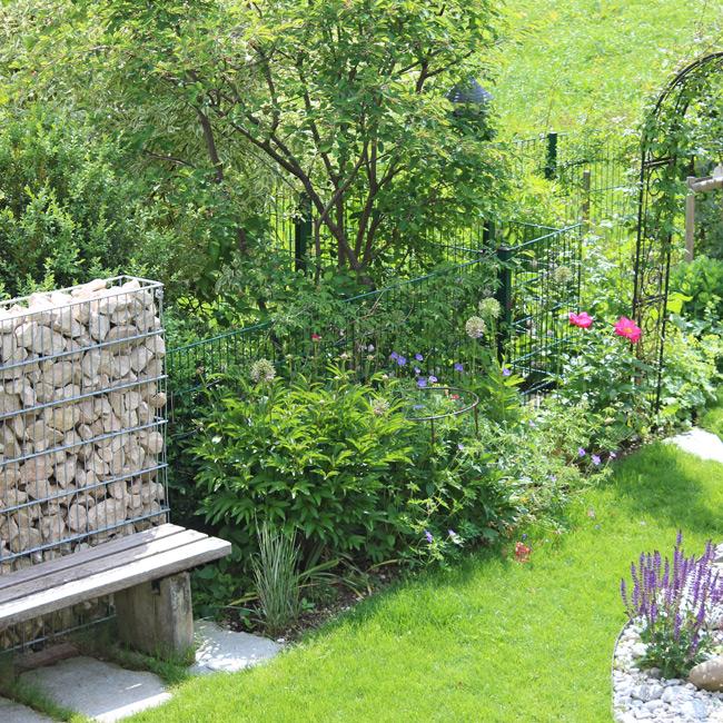 Trockenmauer in Garten